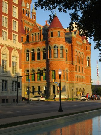 Dealey Plaza National Historic Landmark District: Old courthouse