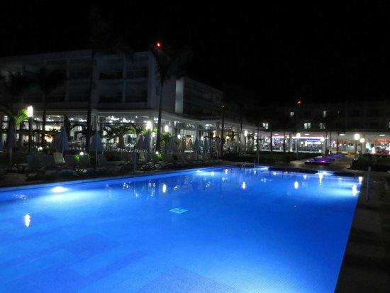 Hotel Riu Palace Jamaica : Nightime Pool