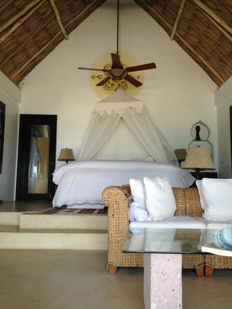 Matachica Resort & Spa : Inside Pineapple
