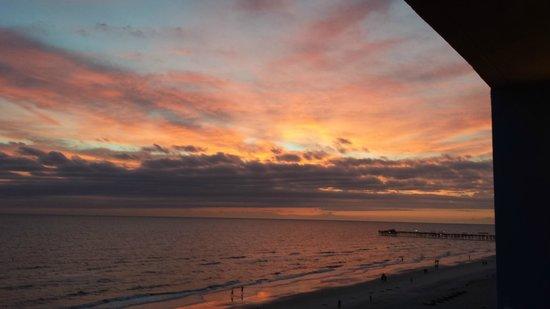 Doubletree Beach Resort by Hilton Tampa Bay / North Redington Beach: Nightly Sunset Views