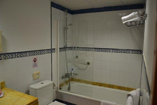 Hotel ISABEL : baño del bungalow