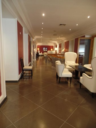 Ambasciatori Place Hotel : One of the gathering areas in the hotel
