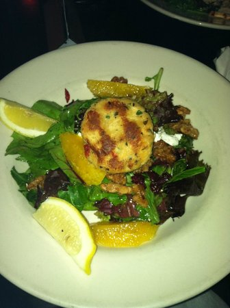 Newes From America Pub: Crab cake and salad.