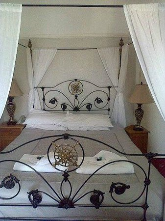 Kinmel Hotel: Just one of our four poster rooms.