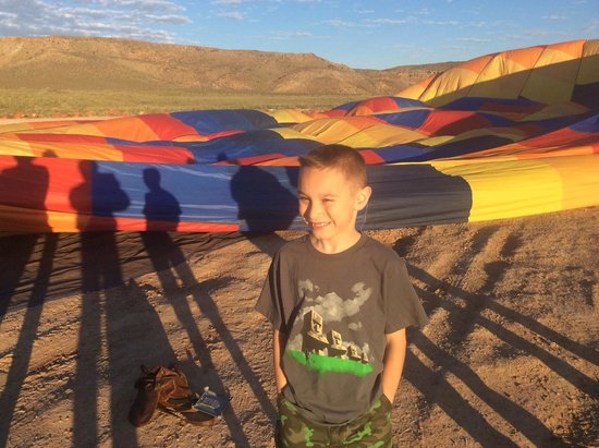Canyonlands Ballooning : The Kid's ready to go!