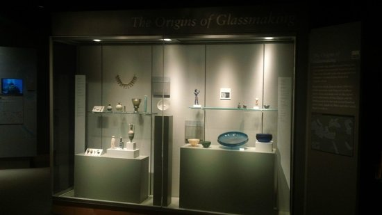 Corning Museum of Glass : History of Glass from Egyptian times...