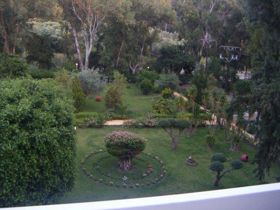 Dionysos Hotel: Dionysos Gardens Beautiful