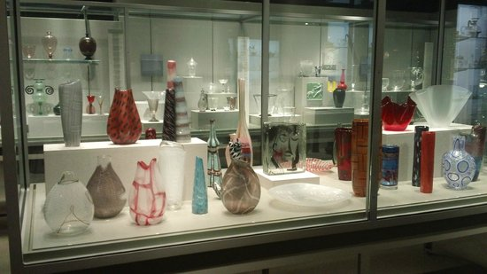 Corning Museum of Glass: Vases on display