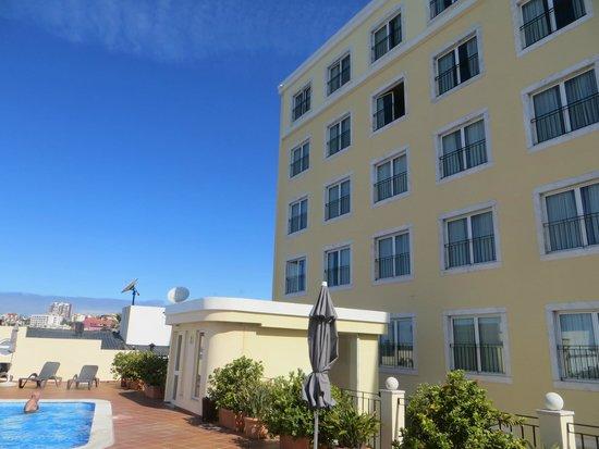 Vila Galé Estoril: Вход на террасу из гостиницы