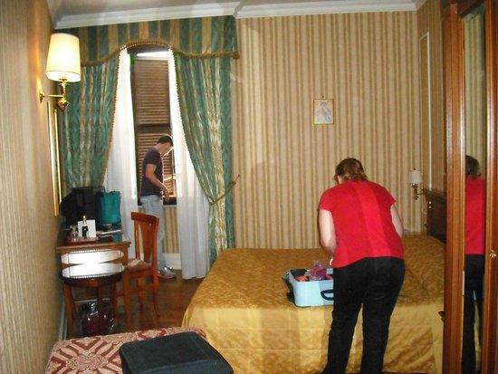 Hotel Gallia: Habitación 202