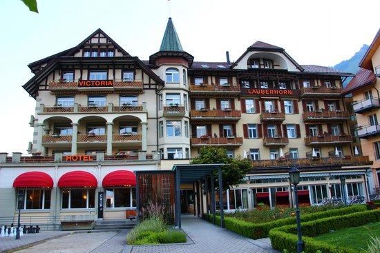 Hotel Victoria-Lauberhorn : ホテル前