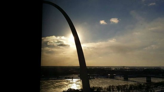 Hyatt Regency St. Louis at The Arch: Frozen Mississippi river with -45 windchill