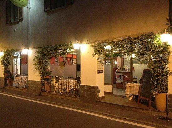 esterno del locale la sera (La Pergola Cernobbio)
