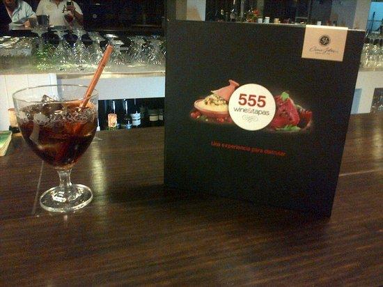 555 Wine & Tapas Restaurant : Carta de cocina de fusión marroquí e internacional.