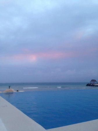 Hotel Marina El Cid Spa & Beach Resort : Infinity Pool view