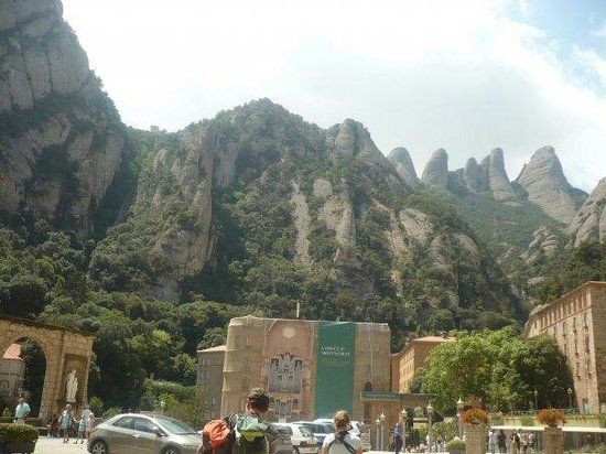 Barcelona Turisme - Afternoon in Montserrat Tour : Por fuera