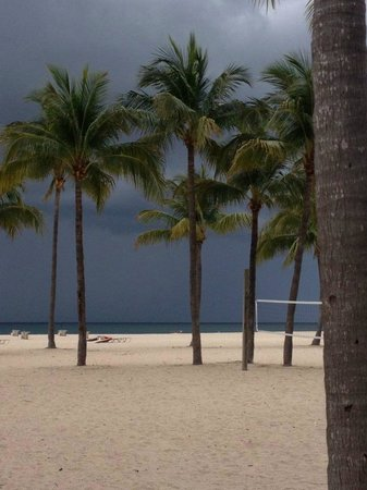 Lago Mar Beach Resort & Club: Storm forming offshore