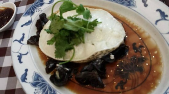 Boon Tong Kee at Balestier : S$30 hk steamed cod fish with wood fungus