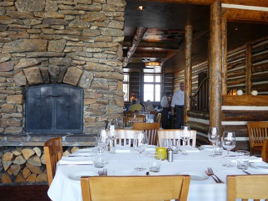 Snake River Grill: interior