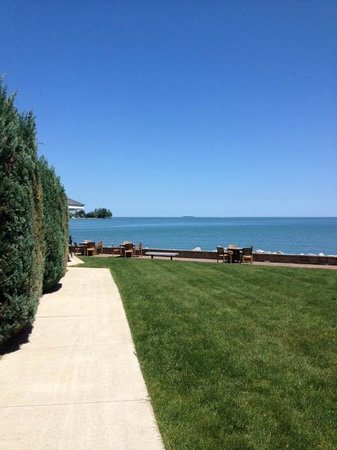 BayShore Resort : view from side of hotel...pool around the corner...