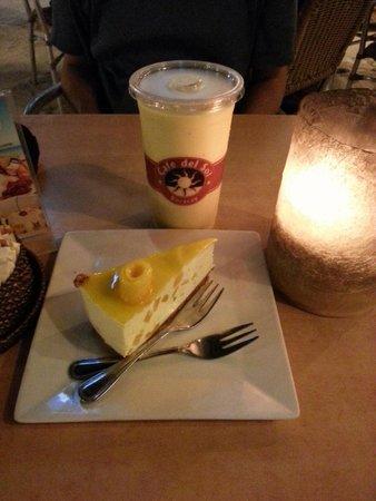 Cafe del Sol Boracay: Mango/Banana milkshake & Mango Cheese cake
