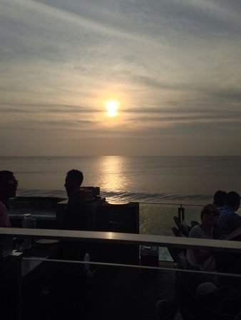 AYANA Resort and Spa : sunset view at the Rock Bar