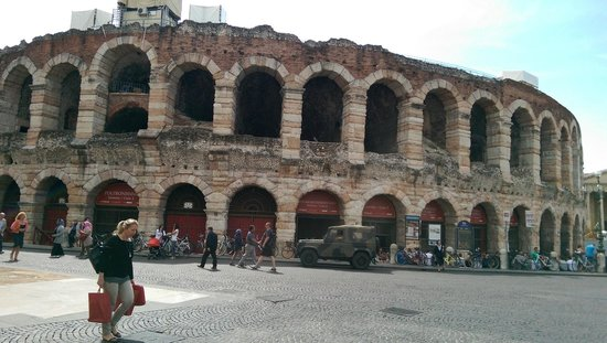 Arena di Verona: Nice relic in the middle of a little city