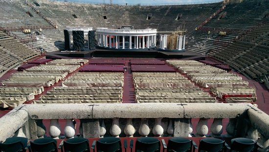 Arena di Verona: The grand view inside.