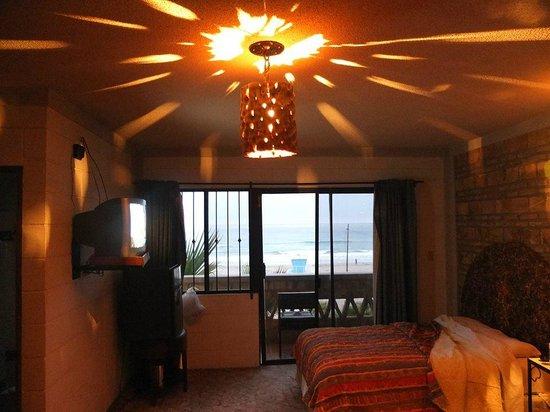 Los Pelicanos Hotel: Evevning time