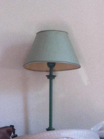 Median Geneve Aeroport: lampe de chevet à auréoles/....