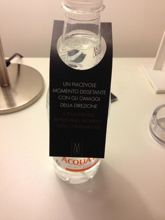 Palazzo Caracciolo Napoli MGallery by Sofitel: bottiglia acqua gratuita