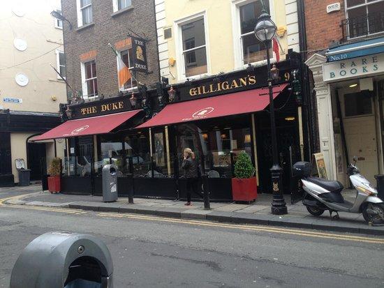 Dublin Literary Pub Crawl: The Duke Pub where you meet