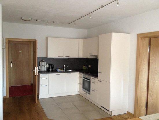 Erlenhof: المطبخ المفتوح مع الصالة