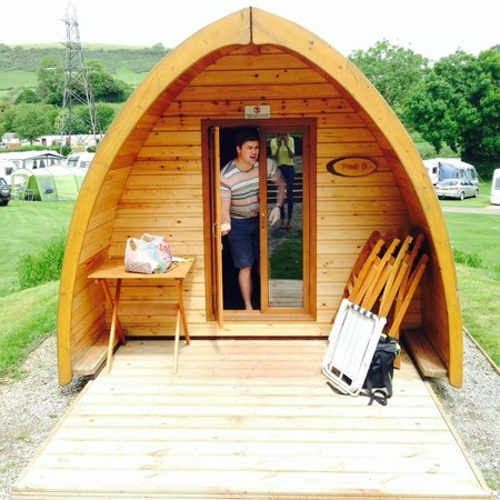 Whitehill Country Park: Showing off our Pod