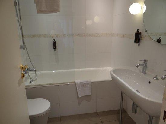 Hôtel Parc Saint Séverin : Bathroom