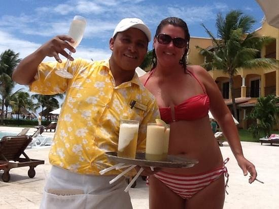 Secrets Capri Riviera Cancun: Elisio kept those drinks coming!