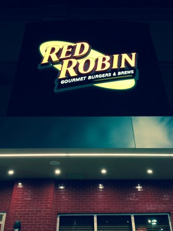 ‪Red Robin Gourmet Burgers‬