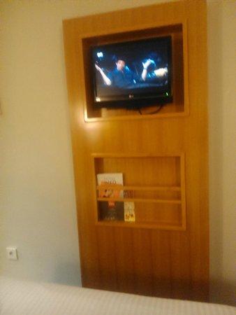 Ibis Styles Solo: TV