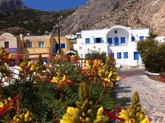 Hotel Matina : chambres coté interieur vue piscine sinon jardin (plutot que la route)
