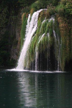 Plitvice Lakes National Park : Szemrzący wodospad