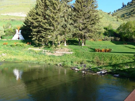 Rustic Inn Creekside Resort and Spa at Jackson Hole: View of grounds