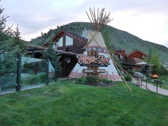 Rustic Inn Creekside Resort and Spa at Jackson Hole: Front entrance
