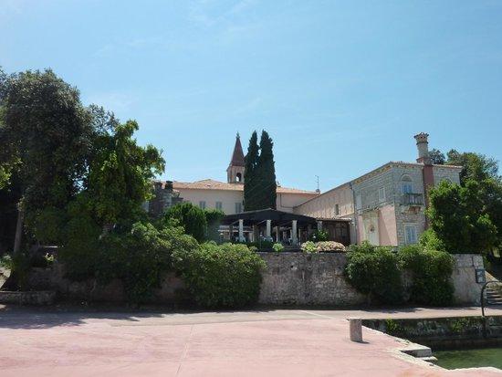 Island Hotel Istra : Church/Restaurant on island