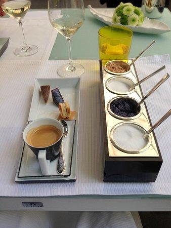 Restaurant La Pyramide: mon café avec 4 sortes de sucre dont du Stevia
