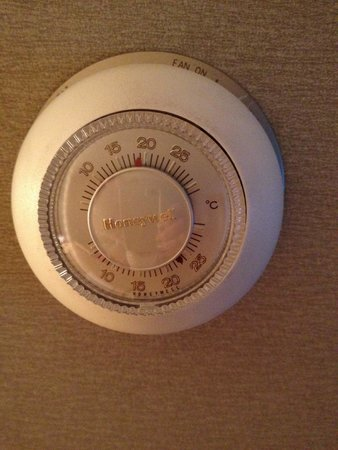 Radisson Hotel Red Deer : Thermostat set at 18 stayed at 24 or higher