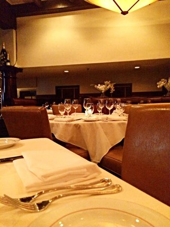 Union Prime Steak and Sushi: Dining room