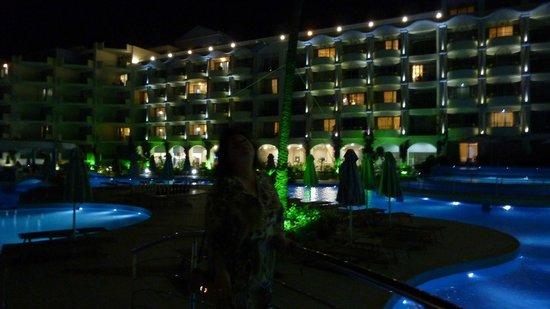 Atrium Platinum Hotel : Night hotel-View from pool