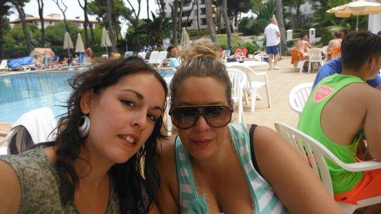 Hotel Riu Playa Park: vermú en el bar de la pisci