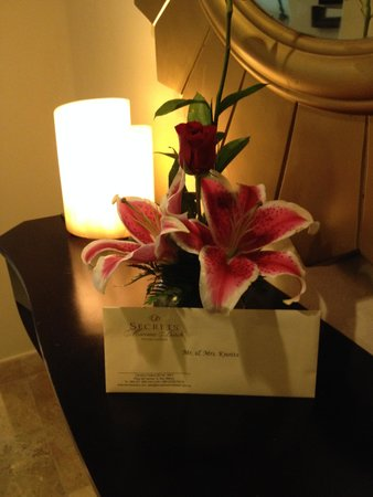 Secrets Maroma Beach Riviera Cancun: Our flower and Letter upon our arrival.