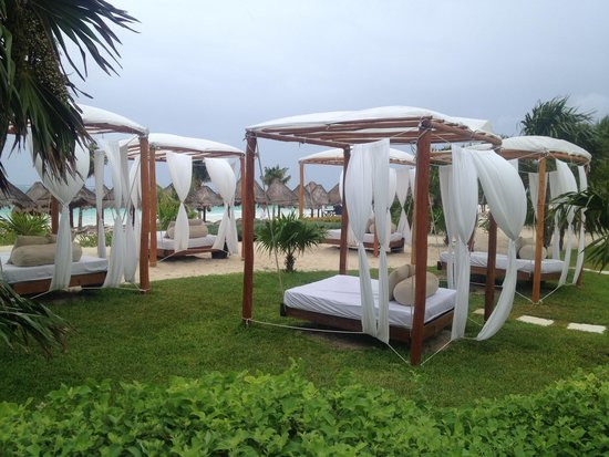 Secrets Maroma Beach Riviera Cancun: Beds to rent but offered to us for free